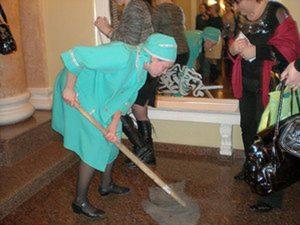 Уборщица или техничка как правильно
