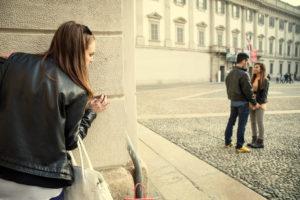 Бывший муж преследует и угрожает что делать